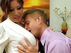 Kianna Dior Gets Out Her Massive...