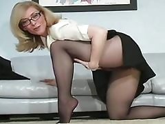 Hairy gash in tight pantyhose