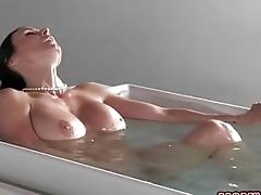 Kendra seduces her step daughters lover